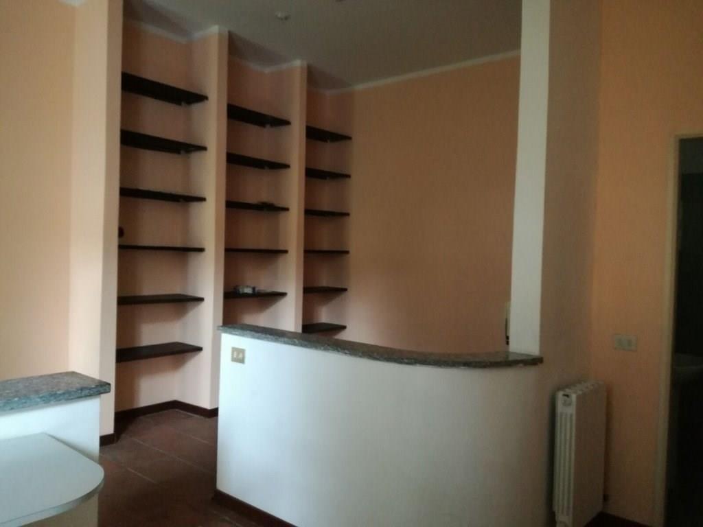 Rif: LA306 MAGENTA - Ufficio di 3 vani ampio € 800
