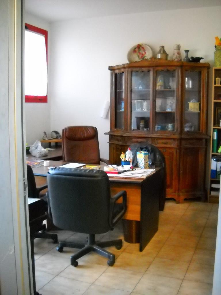 BERNATE TICINO -  Capannone € 2.000 - CA913