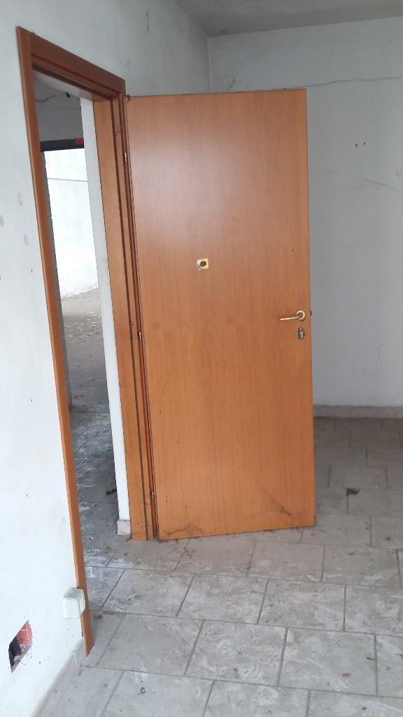 Rif.CA906 MESERO CAPANNONE 1750 MQ FRAZIONABILE