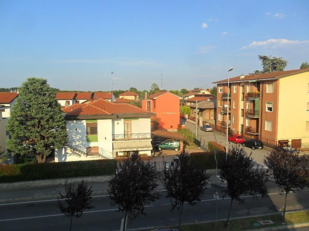 ROBECCO S/NAVIGLIO: 3 locali € 135.000 - T3184