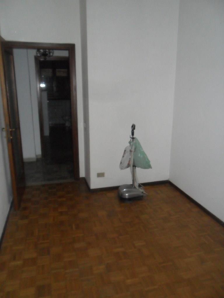 Rif T448 ROBECCO  4 locali+2 s+ box €.160.000