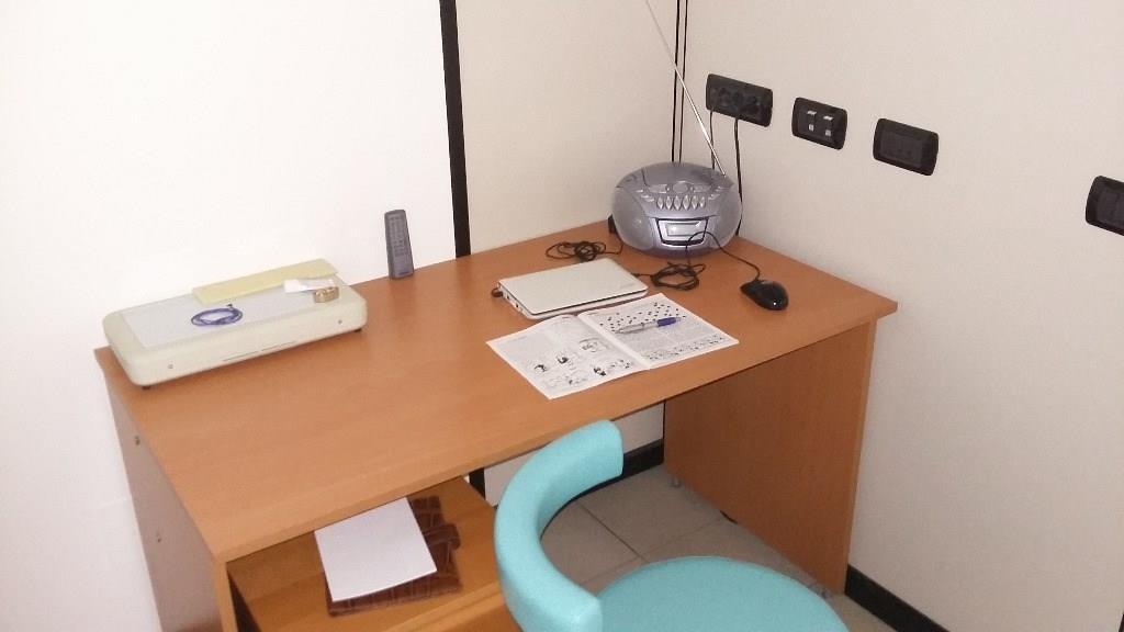 UA501 ROBECCO sul Naviglio: Ufficio 120 MQ a € 800
