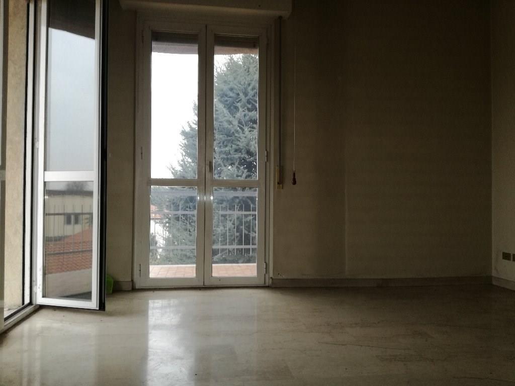 T3186 Magenta: 3 LOCALI con box € 100.000