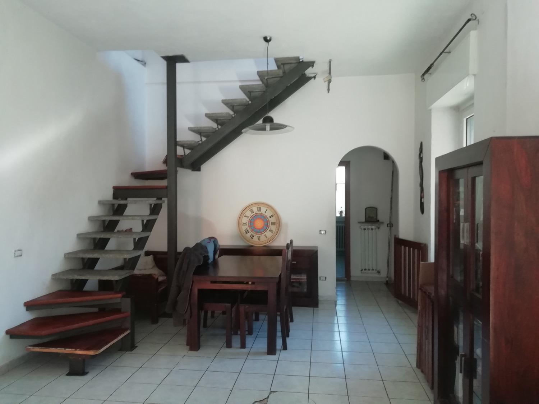 T331 CORBETTA: Casa semindipendente + cortile € 145.000