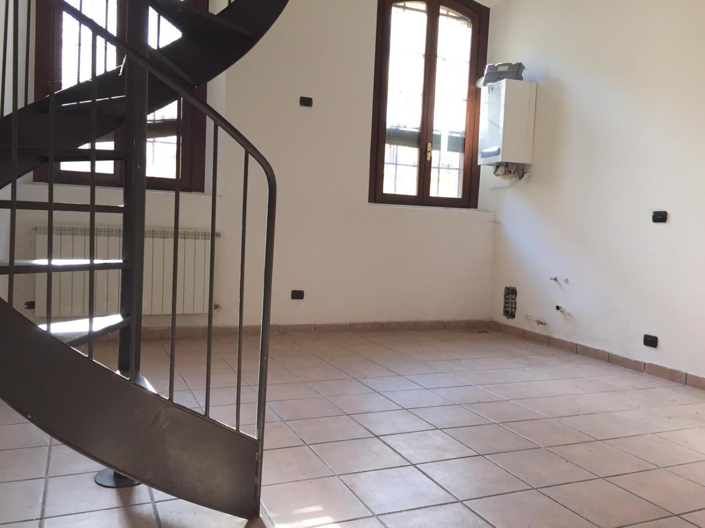 T497 Boffalora: 3 locali in corte € 87.000
