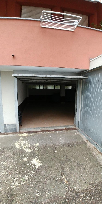 T016 Corbetta: Ampio Box a uso deposito € 45.000