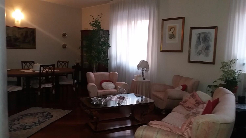 T613 Magenta Centro: 5 LOCALI RISTRUTTURATO € 255.000