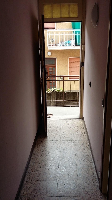 A2310 ROBECCO S/N: 2 LOCALI in centro € 300