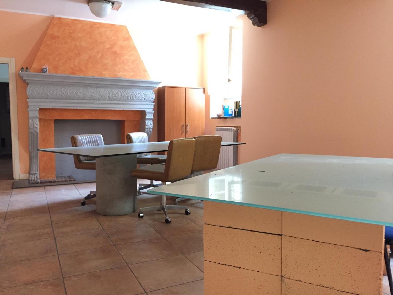 Rif. UA004 Magenta Centro: Ufficio signorile € 1.000
