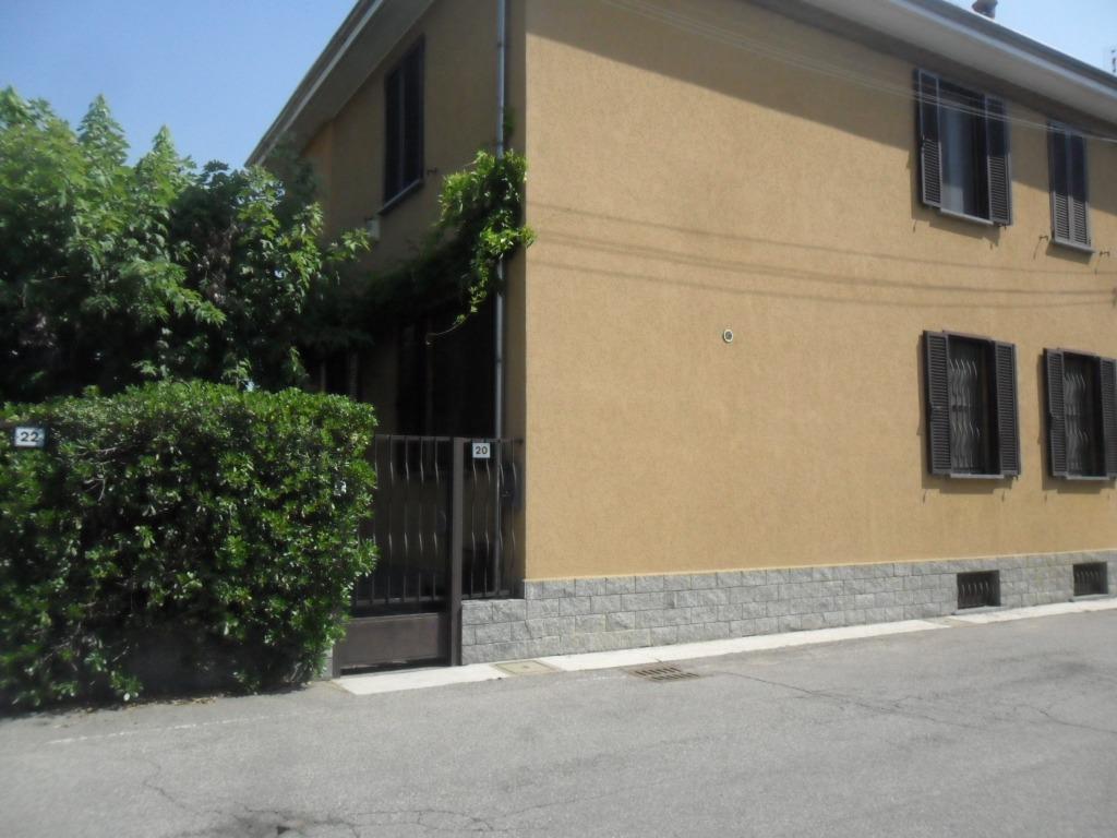 T485 MAGENTA: Villa binata + terreno edif. € 385.000