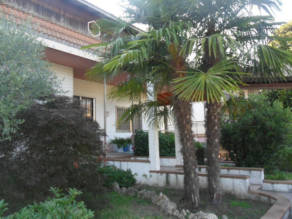 T912 Magenta Zona Nord: Villa Bifamiliare € 397.000