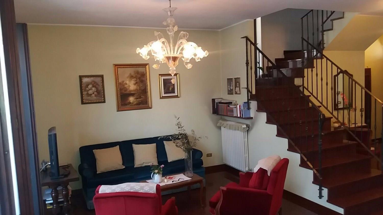 T528 MAGENTA: Casa indipendente con giardino € 310.000