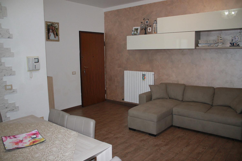 T3298 Boffalora: 3 locali ristrutturato € 135.000