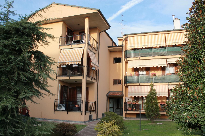 T3298 Boffalora: 3 locali ristrutturato + box € 155.000