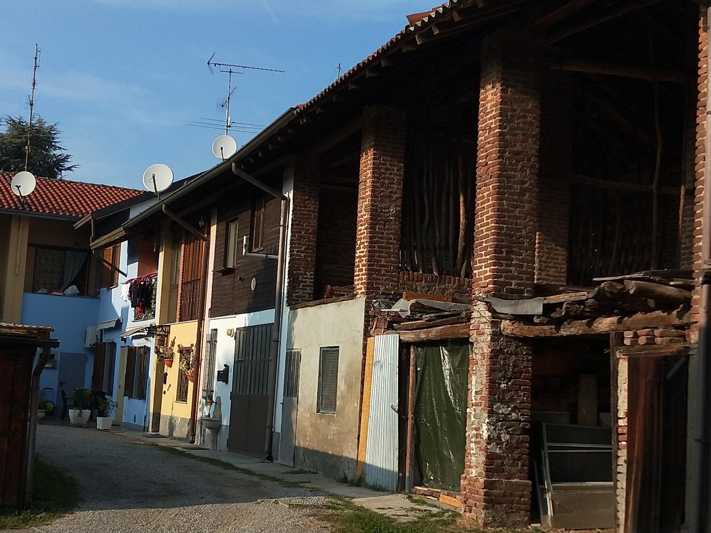 T3301 Bernate Ticino: CASA SEMINDIPENDENTE € 160.000