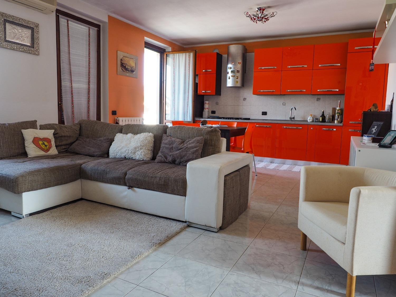 Rif. T3199 ROBECCO S/N: 3 locali con box € 138.000