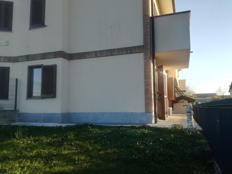 Rif. A3181 MAGENTA: Trilocale con giardino € 650