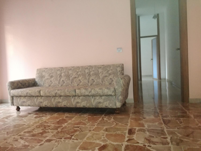 T3271 MAGENTA: 3 locali in zona tranquilla € 99.000