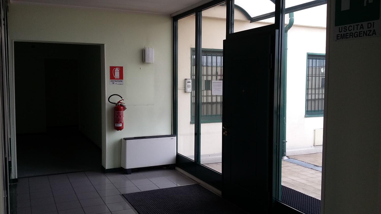 UA902 Magenta: Ufficio con Magazzino, 470 mq, € 3.400