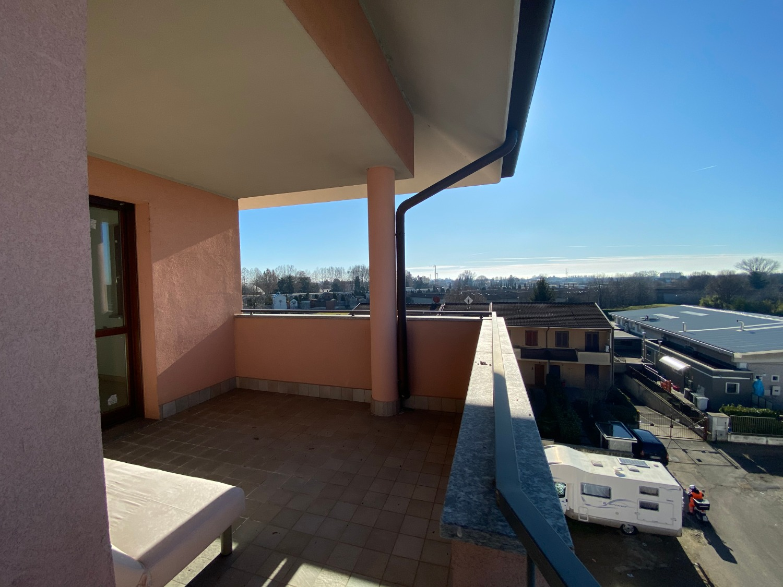 T474 Magenta:ULTIMO PIANO 4 locali + terrazzo € 259.000