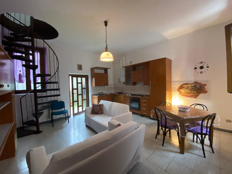 A2345 Magenta: Casa di corte arredata € 550