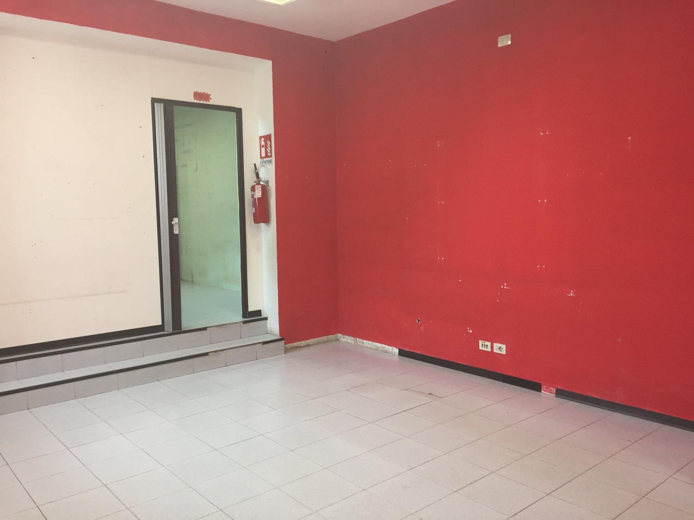 NA208 Magenta: Via Roma Negozio 70 mq € 1.000