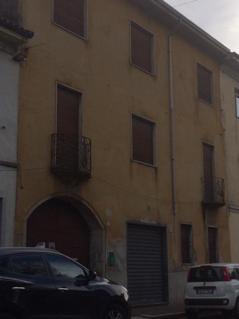 T709 Marcallo: Palazzo da ristrutturare € 270.000
