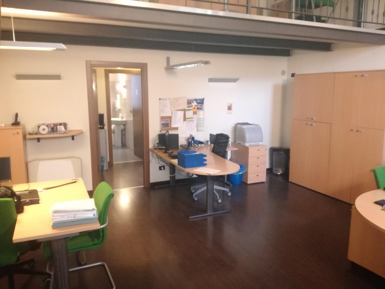 UA306 MARCALLO Centro: Elegante Ufficio con box € 800