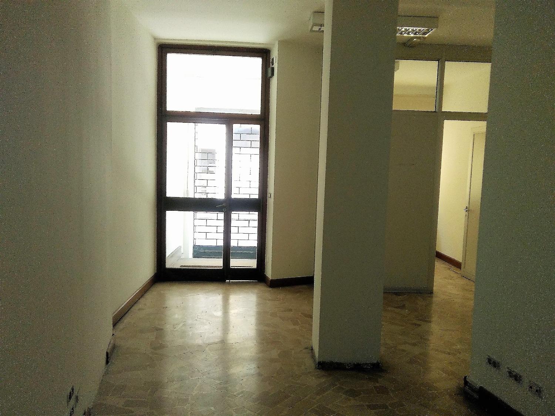 UA402 Magenta Centro:  Ufficio 3 vani € 950