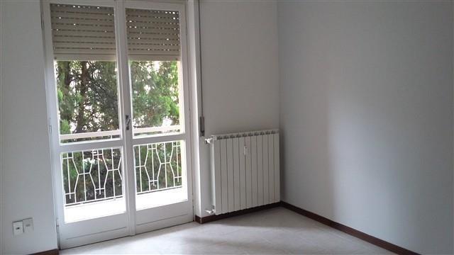 BERNATE -  2 LOCALI VUOTO - € 420 A2118