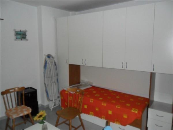 A2128 Magenta Centro: 2 LOCALI arredato € 450