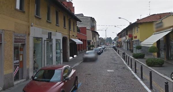 LA218 - MAGENTA VIA ROMA NEGOZIO con 3 vetrine € 1.500
