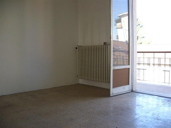 Rif. T201  Magenta - 2 LOCALI € 47.000