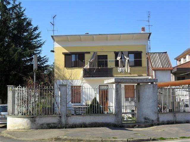 Rif T3192 MAGENTA: Sol semindcon giardino € 270.000