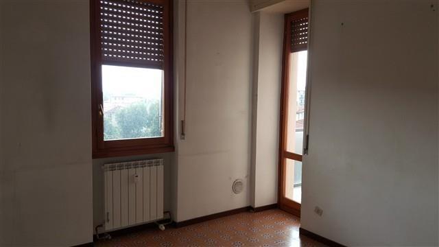 T3204 MAGENTA: 3 LOCALI + BOX - € 107.000
