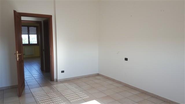 Rif.T3208 CORBETTA 3 LOCALI + BOX € 120.000