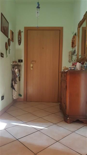MAGENTA 3 LOCALI + BOX € 100.000 - T3212