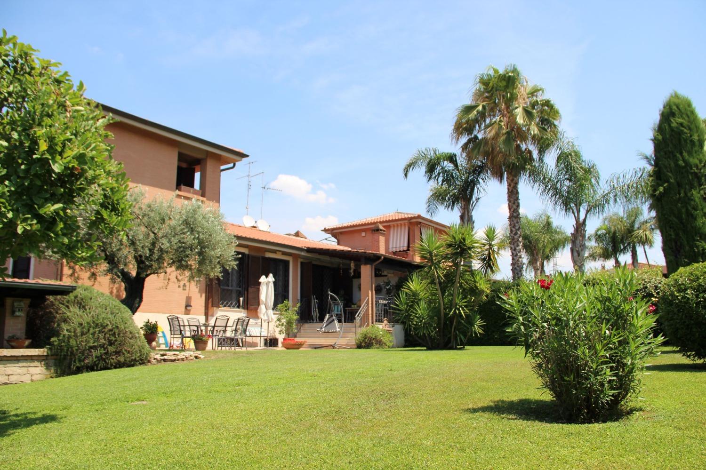 Vallerano -  Villa 7 locali € 790.000 T702