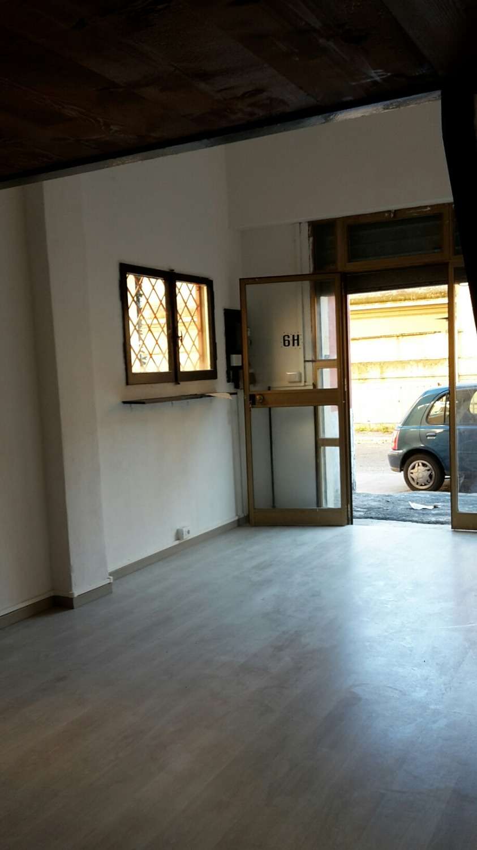 San Paolo ad. Metro -  Negozio 2 locali € 550 NA203