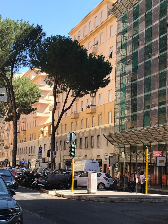 Trieste - Viale Eritrea  Negozio 25 MQ € 1.500 NA103