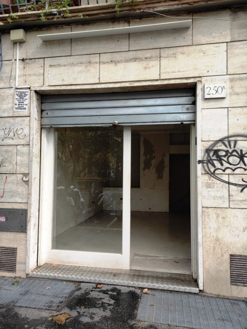 Gianicolense -  Negozio 2 locali € 950 NA208