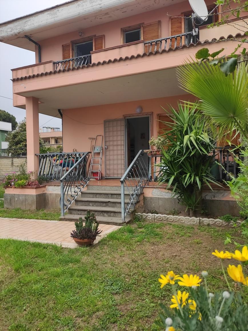 Anzio -  Appartamento 4 locali € 1.250 A407