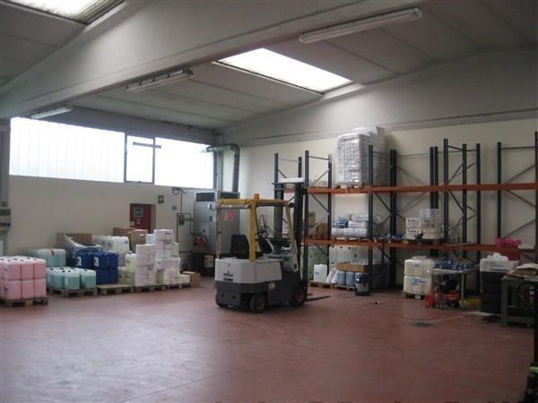 Capannone in vendita a Busnago, 7 locali, prezzo € 435.000 | Cambio Casa.it