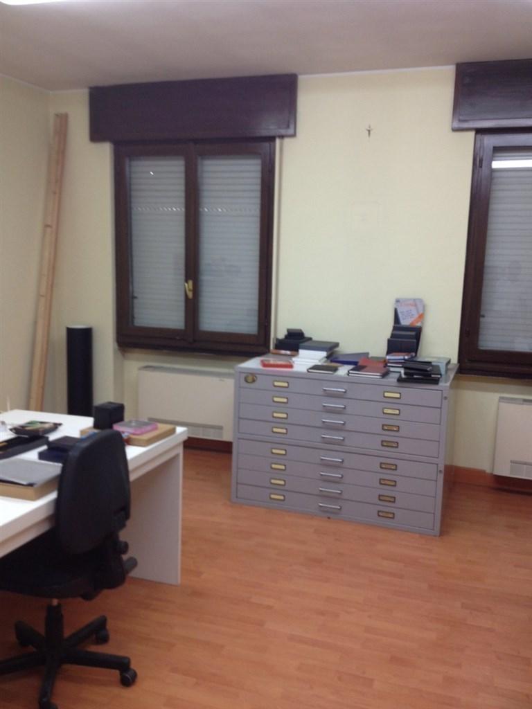 Capannone in vendita a Bernareggio, 9 locali, prezzo € 1.800.000 | Cambio Casa.it