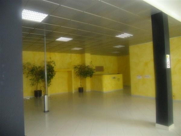 Negozio / Locale in vendita a Cornate d'Adda, 1 locali, prezzo € 900.000 | Cambio Casa.it