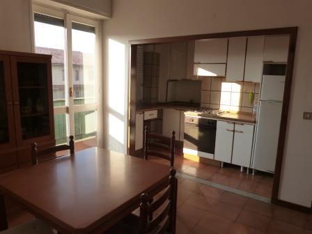 Appartamento in affitto a Vimercate, 2 locali, prezzo € 500 | Cambio Casa.it