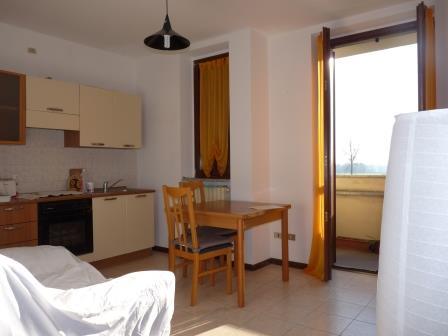 Appartamento in affitto a Merate, 2 locali, prezzo € 480   Cambiocasa.it