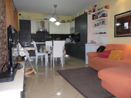 Appartamento in vendita a Mezzago, 2 locali, prezzo € 169.000 | Cambio Casa.it