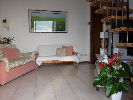 Appartamento in vendita a Bernareggio, 3 locali, prezzo € 137.000   Cambio Casa.it