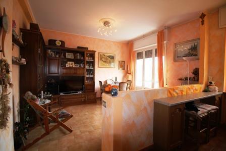 Appartamento in vendita a Ronco Briantino, 3 locali, prezzo € 80.000 | Cambio Casa.it